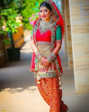 This punjabi dulhaniya gives us bridal attire goals.  Shop for your bridal attire from WedLista.com  Captured by: @nishithdayalphotography  #WedLista #FashionForWeddings