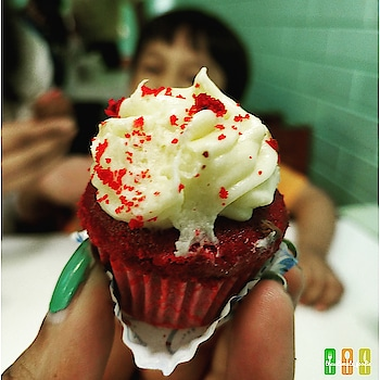 Because Suvir couldn't wait for this one... . . . . . ❓Red Velvet Cupcakes 📌 Theobroma, Lokhandwala, Mumbai . . . 🔴 READ FULL REVIEW @ZOMATO - Medhavi - theultimate_foodie 🔴 . . . . . ➡ Like my FB Page - theultimate_foodie . . 🔹🔹🔹🔹🔹🔹🔹🔹🔹🔹🔹🔹 Follow me @theultimate_foodie  Follow me @theultimate_foodie  Follow me @theultimate_foodie  Follow me @theultimate_foodie  Follow me @theultimate_foodie  Follow me @theultimate_foodie 🔹🔹🔹🔹🔹🔹🔹🔹🔹🔹🔹🔹 . . 🔺🔺🔺🔺🔺🔺🔺🔺🔺🔺🔺🔺🔺🔺 #foodbloggers #foodgasm  #foodiesofig #foodiesofinstagram #sweet #sweets #dessert #dessertporn #sinful  #foodlove #foodiegram #foodlover #tasty #foodporn #soulfood  #instafood #sweettooth #shotononeplus #shotononeplus5 #sweetooth  #oneplus5tphotography #food52grams #delhifoodguide #onthetable #foodoftheday #foodtalkindia #eeeeeats #foodmaniacindia 🔺🔺🔺🔺🔺🔺🔺🔺🔺🔺🔺🔺🔺🔺 . . . . @oneplus_india @oneplus @oneplus_5t @oneplus.photography @oneplus_in . . 〰️〰️〰️〰️〰️〰️〰️〰️〰️〰️〰️〰️〰️〰️