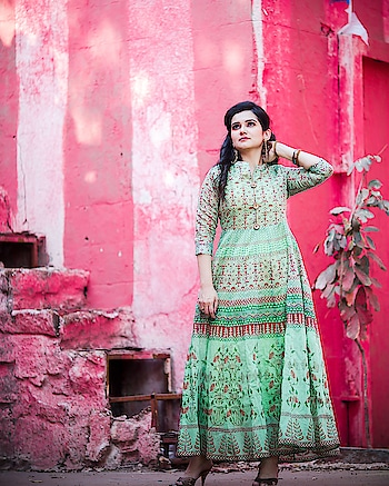 Always look up to the sky, coz that is your limit! And with this, I announce my new article on the blog! Link in bio, quickly check it out.  Outfit from @klm_fashionmall  Makeup and hair by @blenditlikesana  Behind the camera @satishyalamarthi  #kurti #anarkalisuit #greenkurti #cottonkurti #printedkurti #hyderabadfashion #hyderabadfashionblogger #hyderabadblogger #hyderabadclothing #hyderabadretail #hyderabadmall #hyderabadshopping #besthyderabadblogger #bestindianfashionblogger #bestfashionoutfit #ootd #potd #beautiful