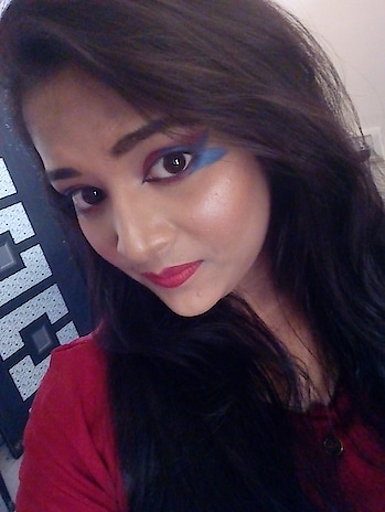 makeup done by me #creativelook #creativemakeup #beauty  #colors #playwithcolours #hotredlips #passion #fashion #highlight #blusher #eye-makeup #ropo-love #ropomakeup #life #lovemywork #lovemylife #lovemyself #eyelooks #mylook #eyelook #colorfullife #blue-coloured #red-red #eyelinerstyles #eyelinergoals #firstdesign #firstcreativity