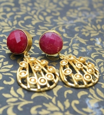 Tiny danglers in our stock are here with ruby quartz to give your diwali look a charm. Soon they will be on website. Till then watch this space for more.  For more info email us at info@gharaz.com | contact : +91-9782219989  #earring #ruby #quartz #danglers #photographyisart #photoshoot #handmade #happiness #hancrafted #india #jaipur #jewellery #designer #jewels #jewellerydesigner #designerjewellery #goldplated #pretty #love #loveforart #artist #gharazbyvishakha #artist #artisan #skill #entreprenuer