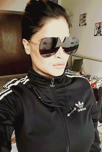 #selfiemood #louisvuitton #sunglasses #lovesunglasses #adidas #jacket #black #fashion #roposo-style #ropososelfie #stylishlook #loveselfies #selfiequeen #bestylish #sportylook #myfavourite #dubai