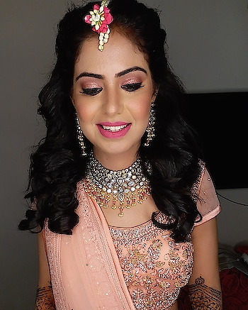 Mehndi functn mkup  #makeup #makeupartist #engagement #bridalmakeup #weddingmakeup #bridalmakeupartist #indianwedding #indianbride #photooftheday📷 #wedmegood #bridesofindia #bridesofmumbai #traditionalsaree #hairstyling #updo #wedmegood #weddingwire #indianmakeupblogger #beautiful #loveformakeup💄 #poonamshahmakeup #wedzo #indianwedings
