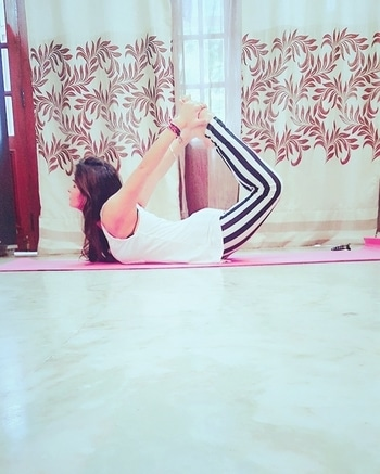 #yoga #yoga4roposo #yogaday #yogalove #yogalove #black-and-white #yogawear #stripes #bold-is-beautiful #myway #myreal #healthy #healthyskin #healthylife #liveyoung #liveyounglivefree