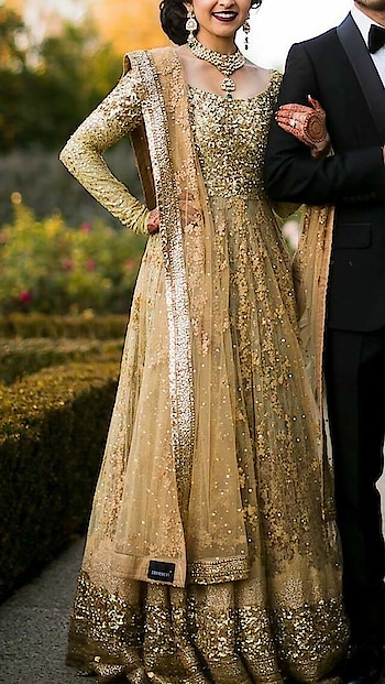 Gorgeous Overload : Wedding Attires which can make you feel weak in the knees.  . . . . #seasontrend #trendingnow #trendingfashion #trendingthisseason #partydress #dressing #dressoftheday #party-wear #beautyblogger  #makeupblogger #hairstylegoals #beautifulhairstyle #styling #loveforfashion #fashionlover #weddinggoals #weddingdress #weddinggown #weddingattire #sparkle #bling #beautiful  #roposo #roposofasion #roposolove #weddingfashion
