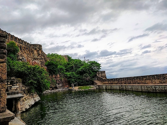 U have to capture dis beauty wen u see it😍 the memories will remain in heart forever yet the beauty needs to be saved.❤️  #photography #photoholic #clickedbyme #lovetravelling #lovephotography #wanderlust-traveller #photogrphylover #udaipurdiaries #rajasthan ##chittorgarhfort