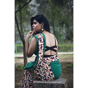 I think a woman looks best in a sari ❤   framesforankit #sareeblouse #sareelove #sareeshoot #sareeslovers #sareetime #fashionthatfeelsgood #fashionist #indianelegance #indianlook #sixyardslove #drapeforlife #drapesaree #bringbacksarees #incredibleindia #blouse #back #delhifashionbloggers #indianfashionblogger