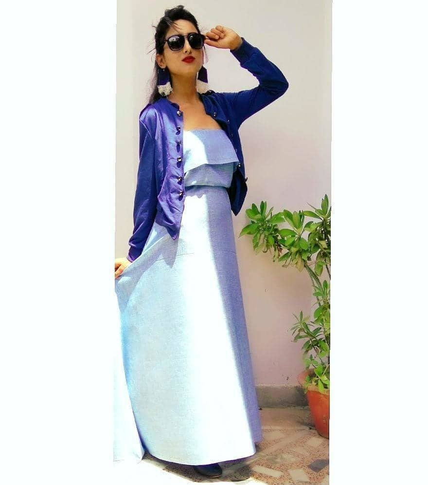 Hi😊 so the full look of my #selfdesigned  #handmade off shoulder maxi dress Is right up here. I have put out on a dark blue short coat over it, which is enhancing my look...red lipstick is only used  up here  and when u r wearing wayfarers wht else u need nd yes don't forget to see my denim earrings 😀...stay tuned Do share, comment and like ... Outfit details -#offshoulderdress #maxidress #PRIYANKATIWARI  #handmade  Denim earrings- #handmade . . . . . . . . . . . #thefragranceofartistry #tuesday #maxidress  #offshoulderdress  #offshoulder  #denimearings  #boots #coat #comingsoon #tapfordeets #fashionblogger  #lifestyleblogger  #classy  #bloggersworldwide  #indianblogger  #indian #creativity #passion #selfstitched #stitched #bethebestversionofyourself #tapfordeets #lookbook