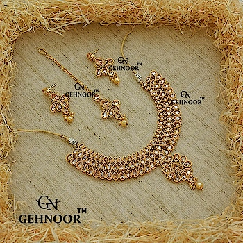 Champagne Stones Awesomeness! ☺💟 Our personal favorite this season is the Gorgeous Champagne Stones Studded Neckpiece with matching Earrings & Maangtika! ☺ . Grab these Beauties from Gehnoor® at amazing prices!  . www.gehnoor.com 💻 . FREE SHIPPING anywhere in India 🚙 . Cash On Delivery Available across India 💲 . WhatsApp at 07290853733 📱 . www.facebook.com/Gehnoor/ . gehnoor@gmail.com 📝 . #gehnoor #bride #goldjewellery #kundannecklace #traditionaljewellery #happy #wedding #celebritywedding #destinationwedding #indianbride #bridechilla #wedding2017 #photooftheday #instabride #bridalwear #ootd #bridaljewellery #photographer #igers #tags #like #likeforlike #followfollow #followus #followback #champagne #stones #earrings #maangtika
