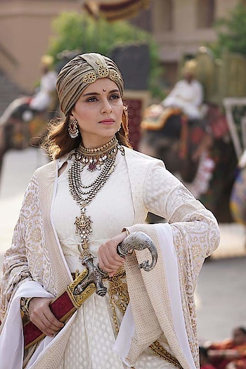 #Manikarnika was steady... Decline in Week 2 [vis-à-vis Week 1]: 61.73%... Limited competition, till #GullyBoy arrives, will help add to the total... [Week 2] Fri 3.50 cr, Sat 5.25 cr, Sun 6.75 cr, Mon 2.25 cr, Tue 2.05 cr, Wed 1.85 cr, Thu 1.75 cr. Total: ₹ 84.55 cr. India biz.  #Manikarnika biz at a glance... Week 1: ₹ 61.15 cr Week 2: ₹ 23.40 cr Total: ₹ 84.55 cr India biz. #Hindi #Tamil #Telugu  #Manikarnika benchmarks... Crossed ₹ 50 cr: Day 5 ₹ 75 cr: Day 10