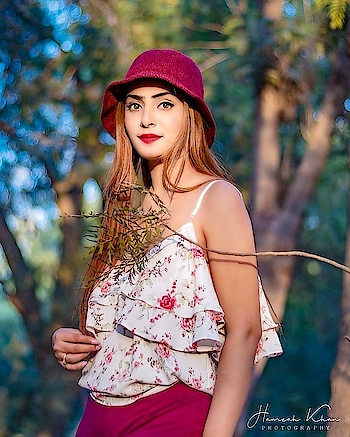 And into the forest I go , to lose my mind and to find my soul 👻  Top - @forever21  Bottoms - @zara @zaraindiaofficial  Hat - @hongkong Pic Credits - These two gentlemen 😊 @hamzahkhanphotography @briijjj  #elegant #sunset #picoftheday # #maroon #swag#life #travel #music #instagram #followforfollow #instalike # #instagood#exclusive #fashionblogger#beautyblogger##runway #model #photoshoot#photoshoots #highfashion #ootdmagazine #magazine #fashionistas # #newyorkfashion  #fashionstyle #fashionista #fashionblog #fashion #fashion#insta
