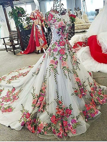 what a Gown 😘👌 #weddinggown #wedding-dress #gown #evening-gown #gowndress #party-wear #partyweargown