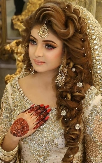 #abeautifulbride#makeup#latesthairstyle#eyemakeup#eyelashes#eyebrows#lipstick#henna#nails#nailpaint#assessories#gorgeouslook#