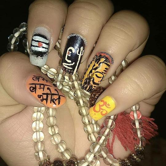 शिवरात्रि की हार्दिक शुभकामनाएं!! . .  हर हर महादेव 🙏 💅🏻💅🏻 #nelfie #nails #handpainted #nailstagram #nailart  #art #nailswag #color #mahashivratri #manicure  #fashion  #nails2inspire #shiv #beauty  #l4l #potd #notd #om #mancura #traditional #fashionista # #kaur #wmk #happy#happyme #black #harharmahadev #crystal #indianart #roposonails #so-ro-po-so
