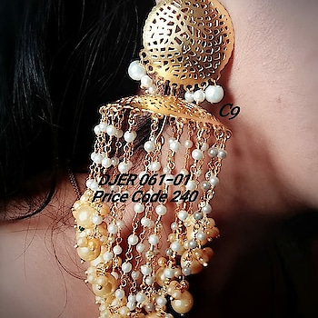 Price : 2100rs each pair/ swipe across ➡️ Shop outside the box wid thse unique tassel pearl jhumka designer earring from our bridal collection😘 😊grab at the earliest! #earring #grabnow #newarrival #beautifuljewellery #igers #celebrityjewellery #delhi #mumbai #uniquejewellery #jewelsofinstagram #glamorzia #streetstyle #trendy #uberchic #jewelleryaddict ##celebrityjewellery #colorful #jewelleryaddict #colorpop #shopaholic #onlineshopping #shopoutsidethebox #gorgeous #asians #indianwomen #fashionaccessories #fashionjewellery #