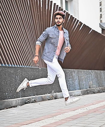 And a styling step ! . . Rose Gold Hair colour by - @hairfactorysurat ! . . Shot by - @thedaydreamstudio . . #TSDFAM  #thestyledweller  #tsdstyle #rosegold #menwithstreetstyle  #mensfashion  #menswear #sneakers #whitesneakers #mensfashion  #fashionblogger #fashioninfluencer  #maleinfluencer  #trend #haircut #fashion #hairstyle #haircolour #rosegoldhaircolour #menscasuals  #casualstyle  #surat  #suratinfluencer  #suratfashion  #indianfashioninfluencer  #indianblogger  #indianinfluencer  #india
