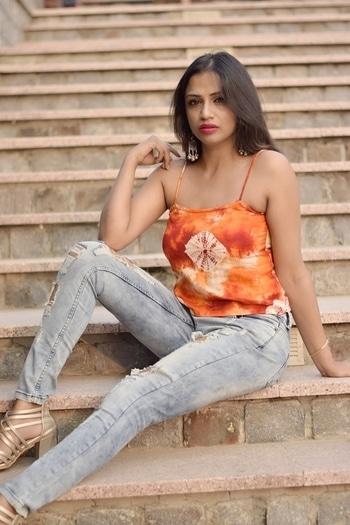 💗 myself#outdoorshoot #colorpop #posing #distressedjeans #roposogal #ropo-love