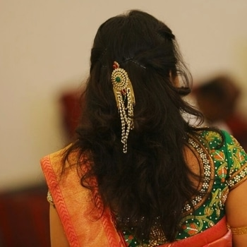 Even your hair speaks out when you have a perfect accessory to pair it with❤️❤️ . . #accessories #hairstylesforgirls #hairaccessories #simpleandeasy #hairstyles #weddingdiaries #southindian #weddingguest #looks #sarees #sneekpeek  #like4like #likes #follow #followtrain #beautyblogger #instagood #followme #blogger #picoftheday  #instafollow #instafamous #instagrammers #indianbloggercommunity #indianblogger #indianbloggergirl #bangaloreblogger  #bangalore #indiangirl #india