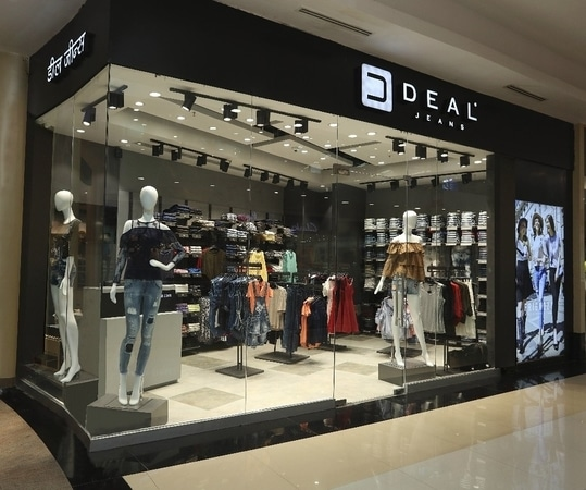 One more outlet launched in Thane at Viviana Mall! Visit us now and shop for Aw17 season's fresh trends! #DealJeansOpensAtVivianaMall #StoreLaunch