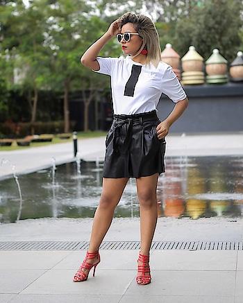 Oh #friday how I have been anxiously waiting for you 🧖 . . . . . . #weekendvibes #fridayfashion #BlackAndWhiteOutfit#blackandwhiteonly#fashionbloggerindia#bangalorebloggerscommunity #instainfluencer#fashionportrait #blondebalayage #blondebeauty #fashionphotography#bangalorediaries#fashionstylist#instainfluencer#fashionphotoshoot#indianbloggers#blackandwhitedress #instaindians_ #ootdfashion#personalfashion#personalstyeblogger#bangalorefashion