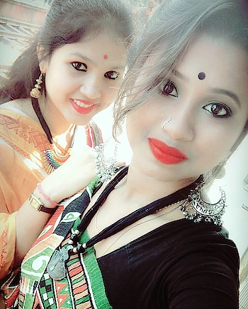 #saraswatipuja2k18#traditionallook#jhumkalove#nosepinn#bindi#lovetowearsaree#redlips#frnshpgoals