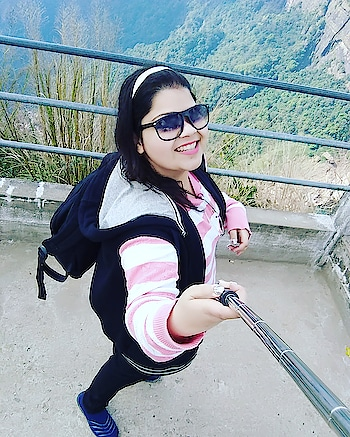 Let's go travelling to the hills...throwback to this amazing trip to Shillong... #hercreativepalace #kanikasharma #hcpkanika #blogger #delhi #india #travel #hills #shillong #selfie #travelwithme #travelblogger #travellerbysoul #lovefortravelling