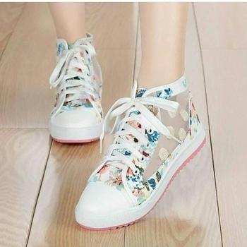 i guess there is noone who can sy this pair of shoes is not cute...on trending guysss.... #cuteshoe #roposotalanthunt #roposotalenthunt #fashion #fashion statement #shoesoftheday #shoesholic #shoelovetruelove #stylishcollection #voteformenow #voteformeroposo #roposo-style #roposogal #soroposotalks #roposoalert #in fashion 💖
