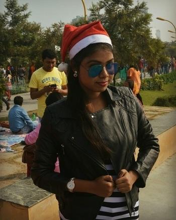 #lateupload #xmas #santacap #sunglasslove #pose #editing #be-fashionable
