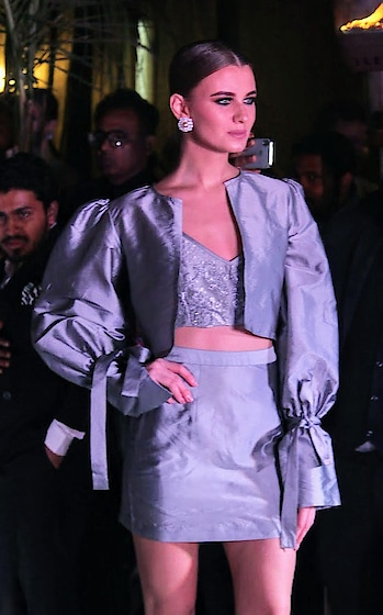 The steel mini skirt and poofed up silk jacket from #meshbynityabajaj is giving us Rockstar vibes... Grab this at #studionityabajaj @labelnityabajaj  #silver #silk #silvergrey #steel #grey #labelnityabajaj #NityaBajaj #bikergirl #bikerchic #mesh #autumnwinterfestive2018