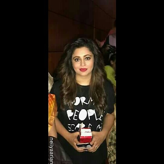 @nehhapendse Follow 👉👉👉 @nehhapendse & @neiiyaarian_fc ... Cute #ThrowBack2017 Pic Of Our Neiiya Pendse Mam In Dubai For #RockEvent ... God Bless You ... Love You Always ... Courtesy : #Neiiyaarian ...!!!😊😊😘😘😍😍💗💗💟💟💖💖💞💞💕💕👌👌