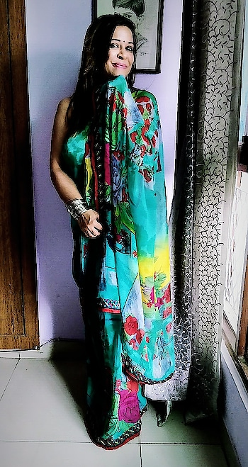 The Saree makes a woman look sexy yet graceful all  at the same time❤️❤️❤️ #roposogal #roposodelhi  #roposobeauty #roposostylefiles #ropososareefashion #roposoinsta #roposoindia #ropo-love #sareelove #green #roposo-fashiondiaries #traditional #styles #indian #roposo