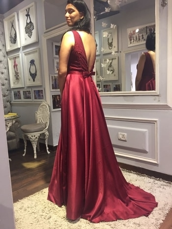 At #studionityabajaj #bringingsexyback  #happytrials #happyclients #oxblood #fittings #trails #bow #happycustomers #stylefiles #elegance #fluidity #gowns #gownstyle #gown #eveninggown #eveningwear #NityaBajaj #labelnityabajaj  For appointments call 9990185858 www.nityabajaj.com