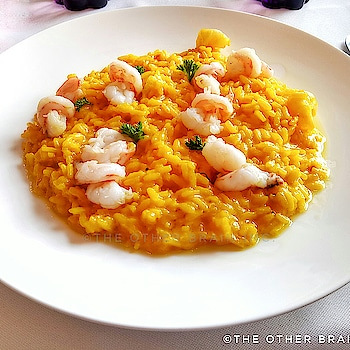 Did You Know: ✔ Risotto an Italian rice dish cooked in different styles is normally a 'Primo' or the first course served as an independent dish before the main course. ✔ Italy is one of the major Saffron producing countries of the world. ******************* In the picture:  Traditional Italian Saffron Risotto with Shrimps served at @artusi_ristoranti ******************** #traditional  #risotto  #gurgaon  #gurgaonfoodie #gurgaonmoms  #gurgaonnightlife  #l4l  #golfcourseroadgurgaon  #rice  #authenicfood  #italianfood  #interestingfact  #shrimps  #saffron  #saffron  #nomnom  #ambiencemallgurugram   #expatlife