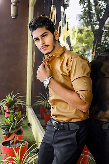 WEARING AN EXCLUSIVE LUXURIOUS EDGE VIA. FEBRUARY BOX FROM @emegamart . . . Thank you  @emegamart for sending such timepiece. . . #thestyledweller #emegamart #timepiece #februarybox #fashion #ootd #fashioninfluencer  #indianinfluencer