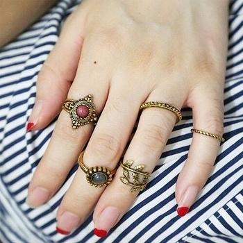 #BeachVibe 🙈 Shop this Vintage Boho Mid Rings set only at @i_heartfashionstore  Snapchat: i_heartfashion #iheartfashionstore #surat #mumbai #beach #beachvibes #midrings #ring #onlinestore #fashionblogger #bohovibes #bohochic #boho #vintage #tribal #ringslover #ringoftheday #ringset #trending #offer #indianfashionblogger