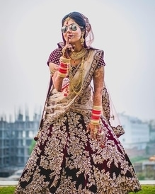 This bride knows how to rock her wedding with some ATTITUDE!!! Tag someone you know who's like her... Awesome shot take by - @scarletweddings  #WedLista #FashionforWeddings