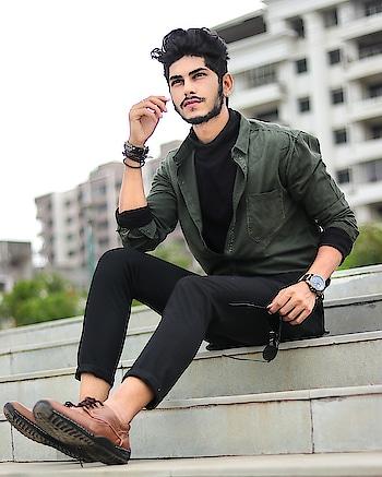 The Glooming Morn ! . . Captured - @thedaydreamstudio . . #TSDFAM #TSDSTYLE #mensweardaily  #menstyletrend  #autumn #class #swag #shirt #olive #shade #winter #menscasuals  #menswear  #fashionnova  #fashioninfluencer  #blogger  #fashionblogger  #surat #india