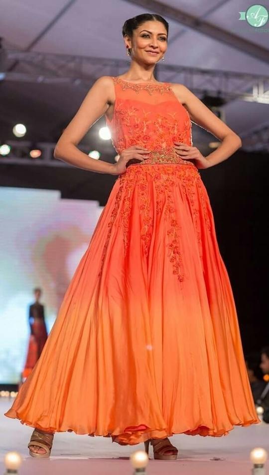 Bright and shine #gownlove #braidedhair #highheels #runwayfashion #gratitude