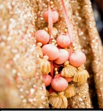 """For all the tassel or letken lovers a very simple but amazing Hack, yessss if you are a fan of putting letkan on your blouse Dori, I am sure you pay real good time and attention on its purchase but often the shop attendents just look at your face when you go like """"Bhaiya zara aur achaa wala dikhao na"""". Well it was for me too until I accidentally discovered that if you wanna go all crazy with letkans you simply have to now say """" Bhaiya zarra lehenga ka letkan dikhao"""" and you will get these amazingly beautiful latkens, which will add that oomph and style to your blouse. Try this trick out and keep checking this space for all the tricky ideas and hatke hacks."""
