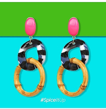 Make a Quirky #statement with our 'Linked Up Statement Dangle Earrings' 💥 Order now! http://bit.ly/2QCMiTb . . . . . #theredbox #spiceitup #crazysexycool #earrings #statementearrings #statementjewelry #statementpieces #fashionstatement #stylestatement #statementbracelet #shoppingbags #buying #orderonline #onlinemarket #tuesdayvibes #tuesdays #tuesdaystyle #shoplocalky #quirky #weekday #shopaholic #shoppingaddiction #followingme #followbackalways #folow4folow #likers #likethis #likeforfun