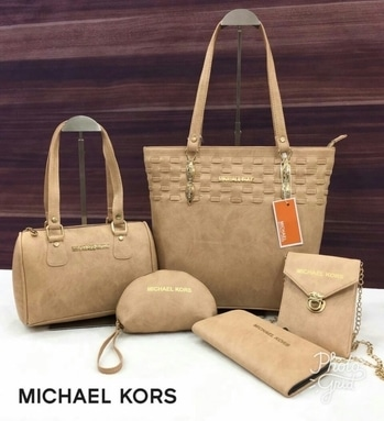 michel kors bags at 1550rs only  #michaelkors #michaelkorsbag