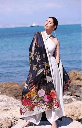 #whitegown #earrrings #colourful #mahirakhan