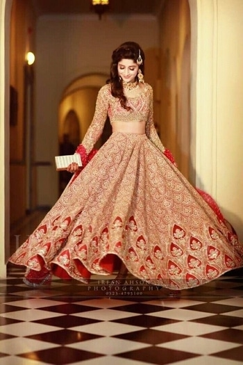 #bridallehenga #beautifulshot #wedding-lehnga #lehengalove #look #lovelymoments #feellikeaprincess #feellikeapunjabi #rockthelook #weddingdairies #girlylove #keepsparkling #keepfollowingformore