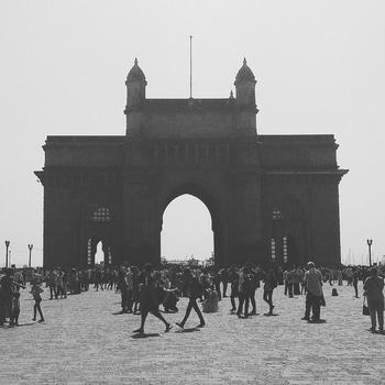 Chalo Mumbai Darshan Pic-2  In Pic-Gateway of India  #mumbai #mumbai_ig #Somumbai #mumbai_uncensored #mumbaiigers #mumbaimerijaan #mumbai❤ #mumbai_in_clicks #mumbai_diaries #traveller #explore_mumbai #gatewayofindia #Mumbaikar #mumbaiya #amchimumbai  #mymumbai #merimumbai #Bombay #solotraveller #solotravellers #incredibleindia #architecturelover #Beautiful #letsdoit