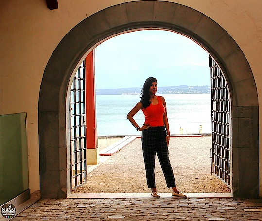 😉 Your Vibe Attracts Your Tribe😉😎🙋♀️❤ #anamikachattopadhyaya # summerthrowback #travelinstyle  #nbamtravels. . . IN FRAME 📸 : Chateau De Nyon Castle Gate, Nyon, Switzerland #naturalbeautyandmakeup  . . . A pic of mine with the Lake Leman (Lake Geneva) in the background 😜🤗 The lake is not visible here  in this pic but trust me, this castle offers stunning views of lake Geneva, France and the surrounding area😍☺ I shall write about it in detailvery soon, stay tuned ❤ #lakegeneva #nyon . . My Outfit Details: . Top 👕: @shopperstopindia__  Trousers👖: @mango Hong Kong   Shoes👠: @zara Hong Kong . . #switzerland #picoftheday  #travelpost  #comingup  #travelwithme  #casualstyle  #ootdfashion  #lifestyleblogger   #travelblog  #styleblogger  #fashiongirl  #stripepants  #lakeview  #mountains  #roposotravel  #gate  #museum  #backyard  #poser  #discoverunder5k  #holidayfun #roposotraveldiaries