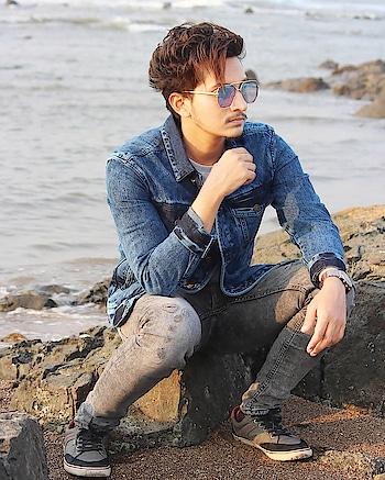 Self Confidence Is The Best Outfit. 💯 . Follow For Latest Updates @mujahid.45 . . . #fashionista #myntra #askabeach #travel #fashionblogger  #beach #indianblogger #casualstyle #photography #outfitpost #style #styleblogger  #lookbook #denimjacket #koovsxyou #hairblogger #byblumaan #hairstyleformen #heliumformen #love #mensfashion #mumbai #mumbaiblogger #influencer #maleblogger