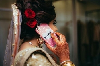 A bride that loves details!   Get yourself chic phone covers like this one at WedLista.com!  Shot By: @simoz12  #WedLista #SummerWeddings