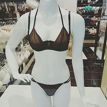 Spring is in the air... It's Friday!  😍What are you plans this weekend? Halter neck set 👙from Oroblu, Italy. #bellesalingerie @korum_mall #spring #braset #halter #weekendvibes #friday #lingerie #lingerieset #lingerielover #roposo-fashion #fashionbloggerstyle #fashionblogger #ropo-style #ropo-love