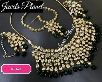 Bridal set 🔹🔹🔹🔹🔹🔹🔹🔹🔹🔹🔹🔹🔹🔹🔹🔹🔹 P.S. We manufacture our own kundan jewellery, so you can contact us on +91-9873666330 for wholesale orders 👉 Exquisite collection of jewellery specially kundan, punjabi jewellery, polki, bangles, churas, kalirey! We keep all of them! Kindly whatsapp us to place your orders 🔹🔹🔹🔹🔹🔹🔹🔹🔹🔹🔹🔹🔹🔹🔹🔹🔹 #indianjewelery#jewelerydesign#indianjewels#kundansets#bridaljewelery#sabyasachi#manishmalhotra#maangtikka#jotd#bridalmakeup#punjabijewelery#punjabibride_#chooda#bridallehenga#usajewelry#uk🇬🇧#singapore#worldwideshipping✈#ordernow☺️ #hottestrends#weddingphotographer#sikhbride#sabyasachibride#kundanjewelleryusa#jewelsplanet#jewelssplanet#