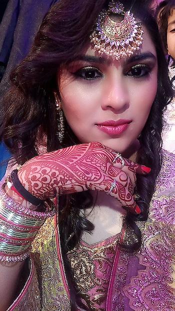 #weddingday #weddingdiaries #dikishaadi #lahengas #traditoinal #traditionalstyle #traditionaljewelry #traditionmeetsmodernity #loveforindianwearoutfit #makeupaddict #eyemakeupgoals #pinkishchicks